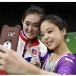 【平和の祭典】北朝鮮と韓国の体操選手が一緒に自撮りした写真が話題に!リオ五輪の象徴的な1枚の声も