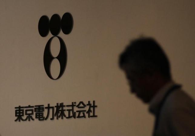 7月28日、政府は、東京電力の福島第1原発事故に伴う賠償費用が約7兆円に上ることなどを盛り込んだ、同社の総合特別事業計画(総特=再建計画)の変更を認定した。写真は、東電のロゴ、2012年7月撮影(2015年 ロイター/Yuriko Nakao)