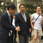 【朗報!】「希望の党にはいかない」枝野幸男議員がデモに緊急参加!共産・山添議員と握手!巻き起こる枝野コール!