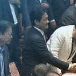 【新ゆ党】党首討論でモリカケに一切触れなかった玉木氏に、安倍総理がすかさず駆け寄り握手!